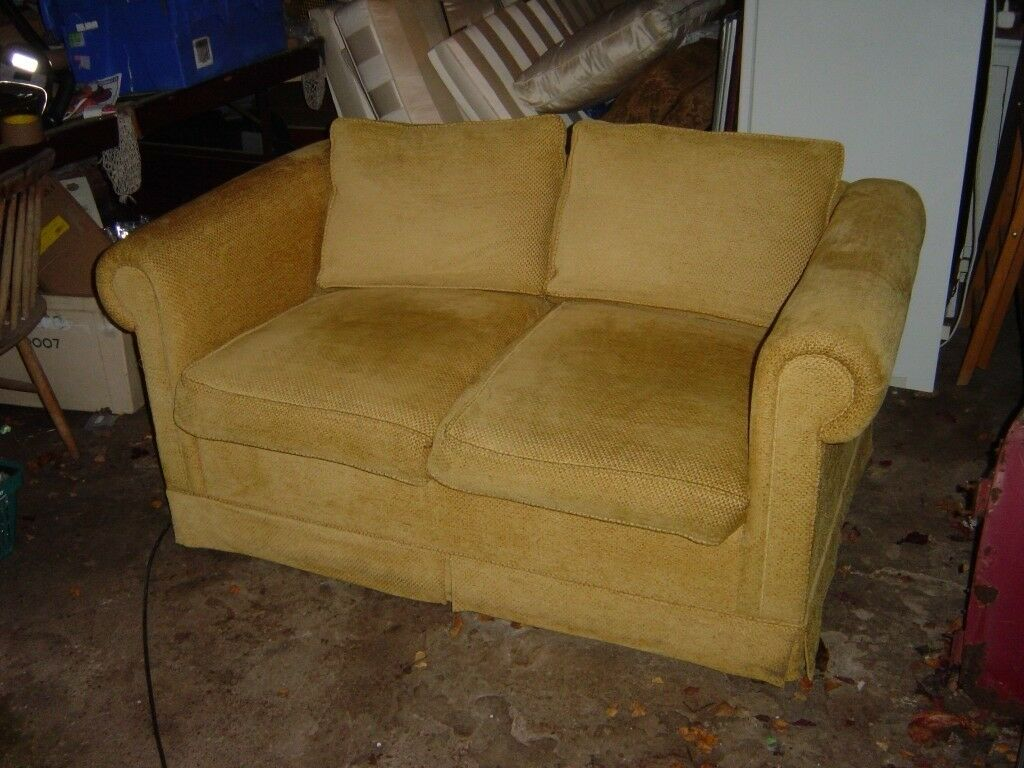 sofa bed. excellent condition. 155cm x 95cm x 70cm tall. - can