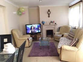 Fantastic offer!! Home-share with Double room + Living room for single FEMALE