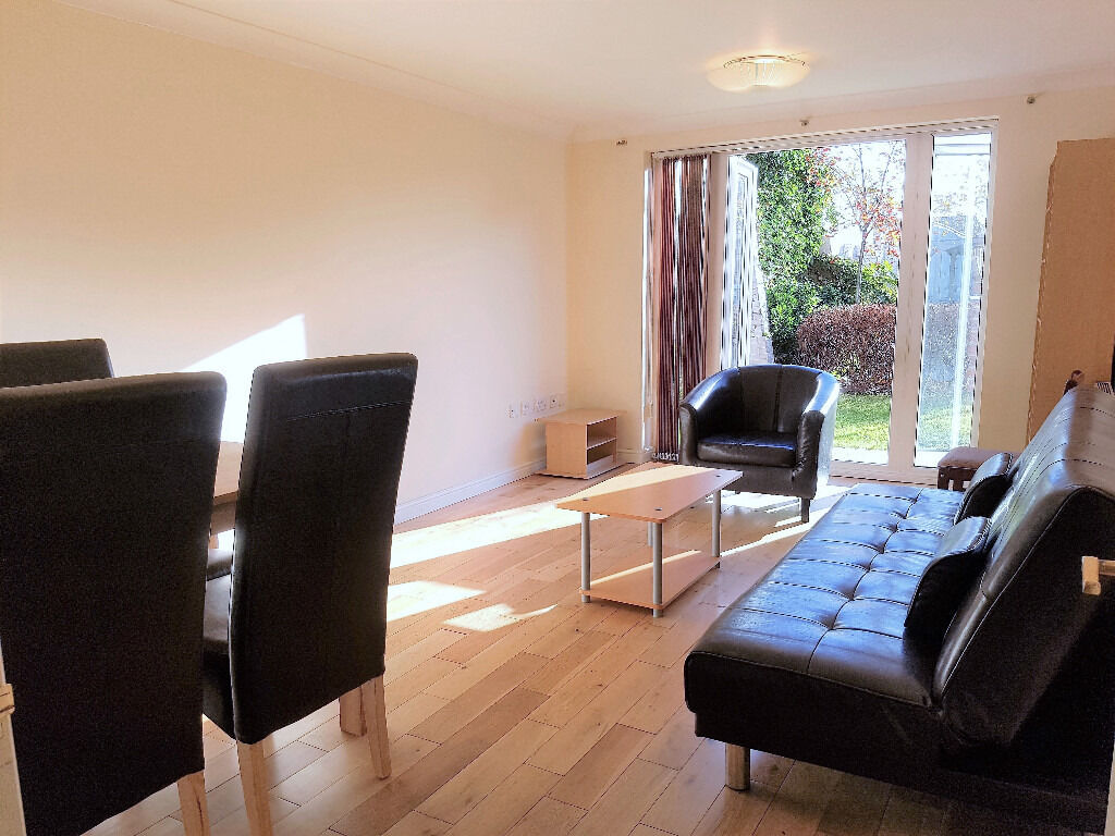 Spacious two bedroom flat set on a private road in modern development mins away from Acton Town tube
