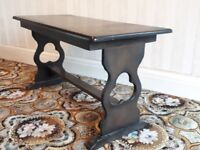 Feature leg side table