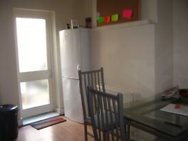 ***Bright Single Room Available 10 Min From Elephant & Castle Station Zone 1 All Inclusive***