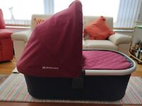 Uppa Baby Vista: (Carrier cot + upper and lower adaptors + rain cover) x 2
