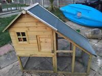 Chicken house / rabbit hutch