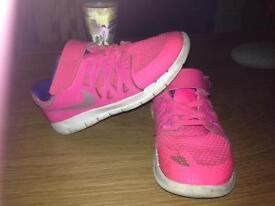 Girls Nike free run size 12