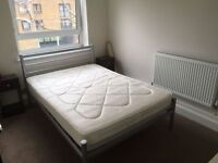 Double room in large flat share in Earlsfield
