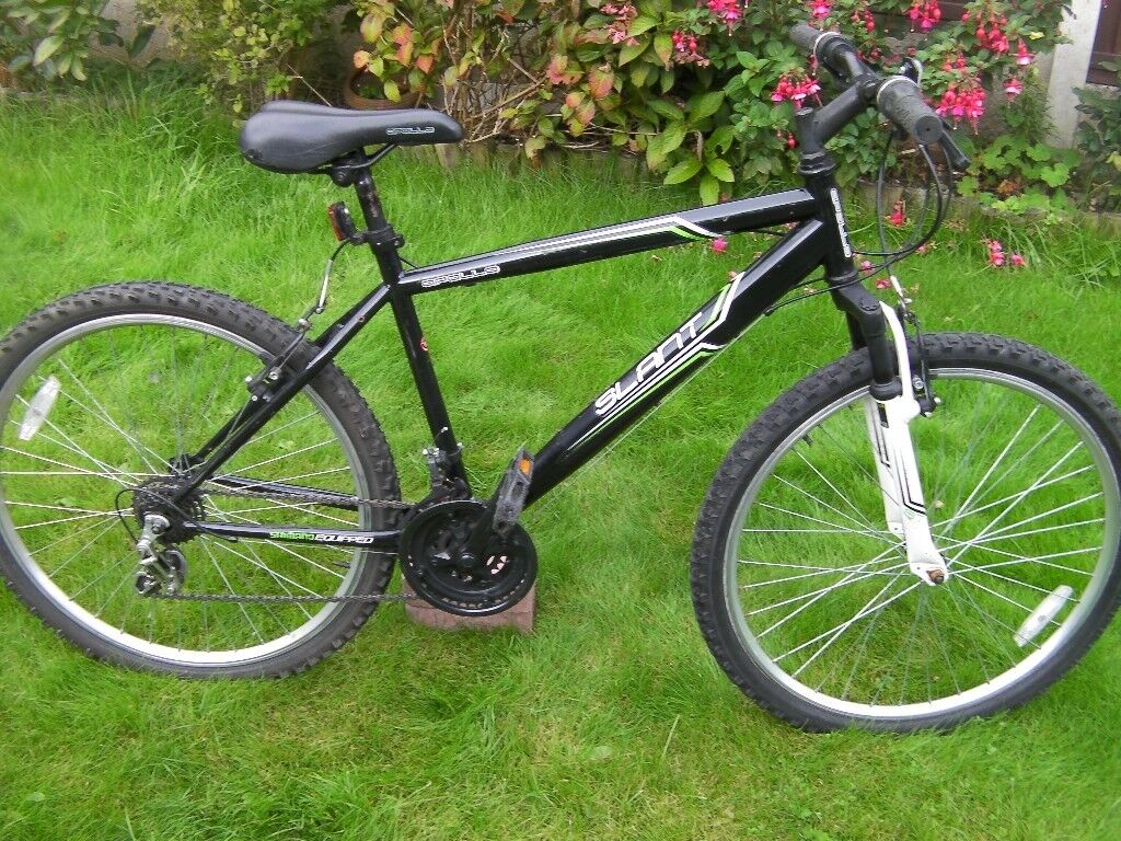 """Gents Apollo Mountain Bike, Front suspension, 26"""" Double skinned Alloy wheels. 17"""" Frame, 18 gears"""