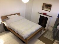Quiet double room in a beautiful three storied house with amazing roof terrace