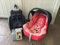 Maxi cosi infant car seat and easy base Free raincover