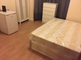 DOUBLE ROOM AVAILABLE AT STRATFORD LEYTON near Westfield shopping center