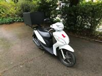 2016 HONDA VISION 110cc SCOOTER WITH TOP BOX