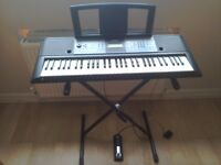 Exellent yamaha keyboard! Including stand and pedal!
