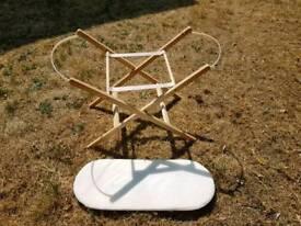 Moses basket frame and mattress