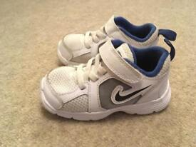 White Nike trainers size 6