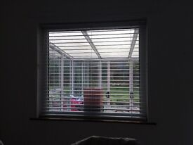 White Venetian blind to fit window drop 44 inches width 49 inches approx