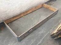 Raised bedding area sides large pallet collars