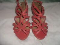 LADIES ORANGE SANDALS SUIT SIZE 5 1/2 (NEW LOOK)