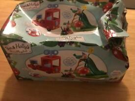 BEN AND HOLLY PLAY SET BRAND NEW BUT BOX DAMAGED