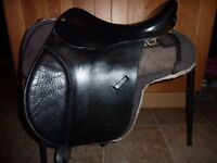 """Free n Easy 17"""" gp endurance saddle + 2 sets of numnahs. All in good condition."""