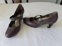 Ladies Shoes - Size 5, Brown/Taupe