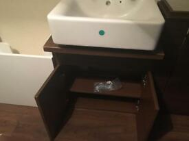 Wall hung or free standing vanity unit with basin