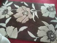 Rug in brown an beige. Size 120 x 170 cms