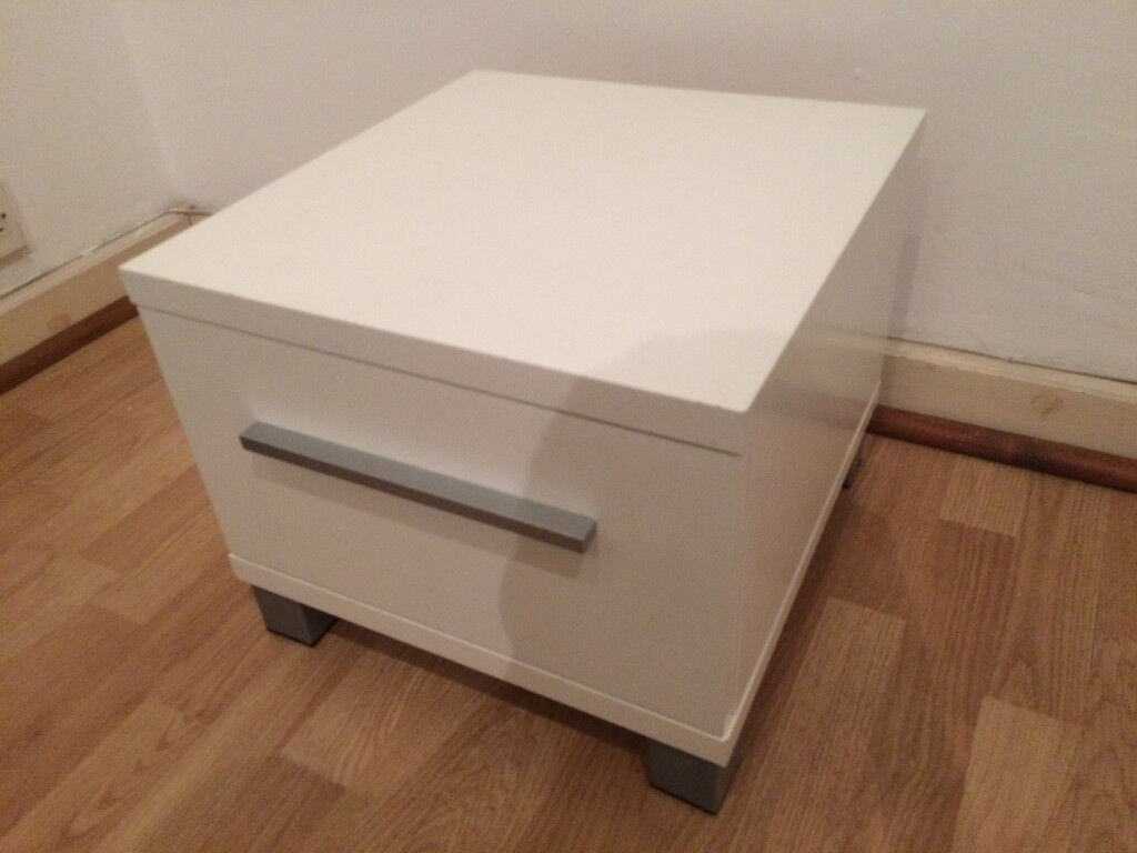 White Bedside Unit / Cabinet with Drawer