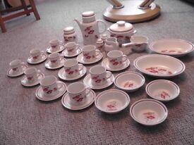 royal doulton 37 piece tea breakfast set as new