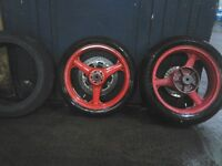 KAWASAKI ZX6R WHEELS AND WET RACE TYRES