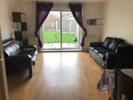Immaculate 2 Bedroom House to let on Green Lane situated in Ilford..
