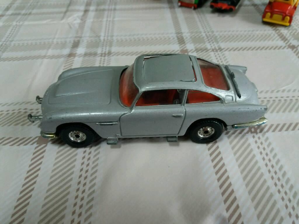 007 db9 Corgi car