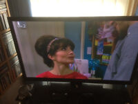 Toshiba LCD colour TV with freeview 48""