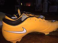 Men's football boots size uk7