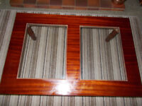 Sturdy coffee table with glass inserts