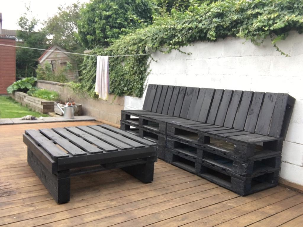 Black Painted Pallet Furniture Table And Seating