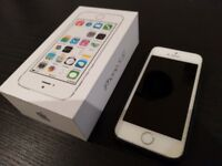 Apple iPhone 5S 32GB (Silver) *UNLOCKED* in Good Working Condition