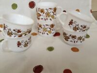 Arcopal 6 cups in A1 condition - 'Brown Onion' design