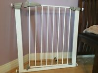 Lindam child safety gate in good condition