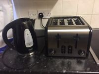 Kettle with toaster