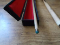 "LIMITED EDITION SNOOKER CUE , ENDORSED BY ALEX ""THE HURRICANE"" HIGGINS , GOOD CONDITION"