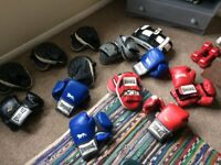 Set of 6 boxing gloves and pads