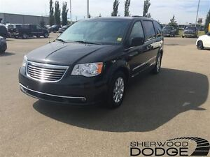 2014 Chrysler Town & Country Touring. Power liftgate, backup cam