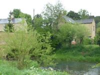 PRETTY ONE BED FLAT IN CHARLBURY BY RIVER AND STATION, WITH PARKING