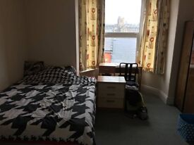 Cheap double room in houseshare with two other girls