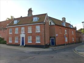 Lovely grade two listed 2 bed 1st floor flat with parking space £600pcm
