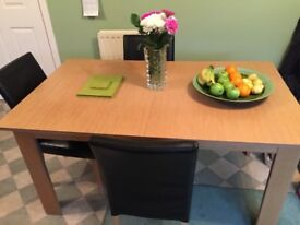 Extendable dining table,