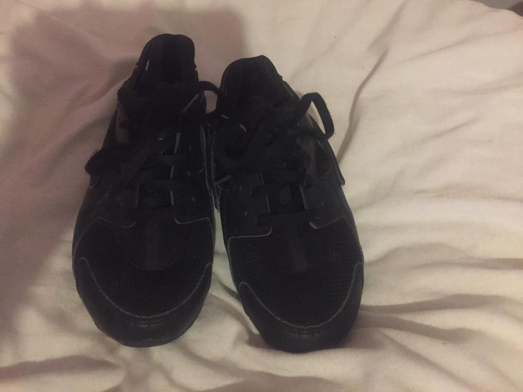 Kids Nike huaraches size 13 and a half  6a94c5d66d69