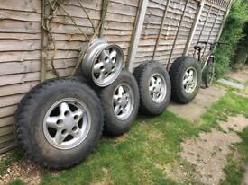 Genuine Land Rover rims x5 with M/T tyres x4