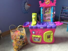 Kids Disney mini mouse kitchen and lots of accessories