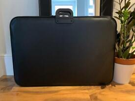 Portfolio carrier / jigsaw puzzle keeper