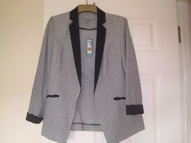 BRAND NEW STRIPED JACKET IN SIZE 10